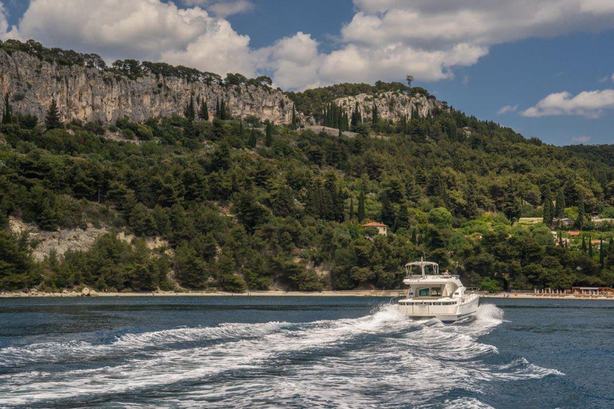 Lagoon Power 44 (5) charter