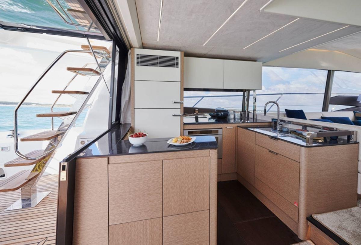 Prestige 590 Flybridge (12)