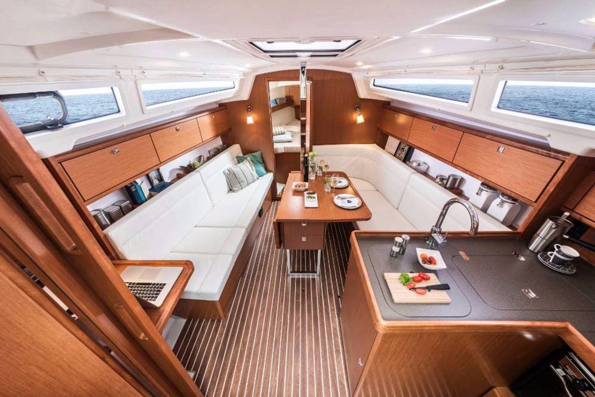 Bavaria Cruiser 34 (5)