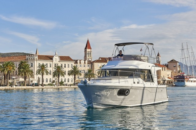 Beneteau Swift Trawler 30 (14)