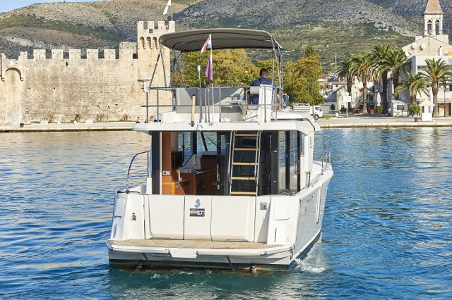 Beneteau Swift Trawler 30 (16)