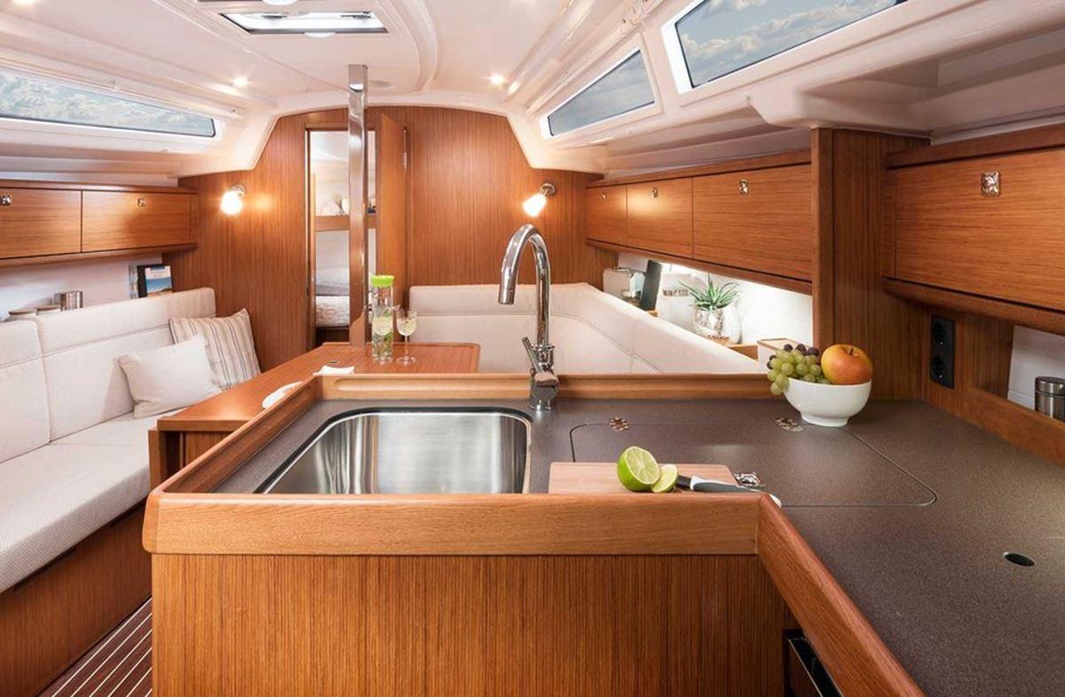 Bavaria Cruiser 34 (12)